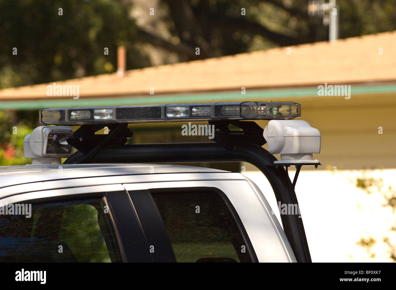 Strobe lights on top of an emergency vehicle Stock Photo: 26451131