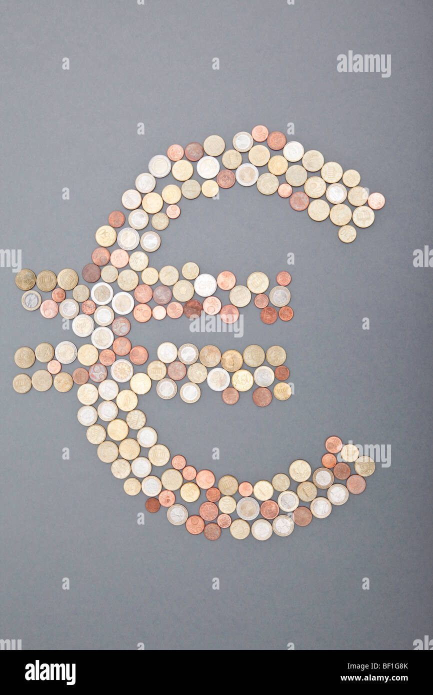 Coins spelling out the Euro symbol - Stock Image
