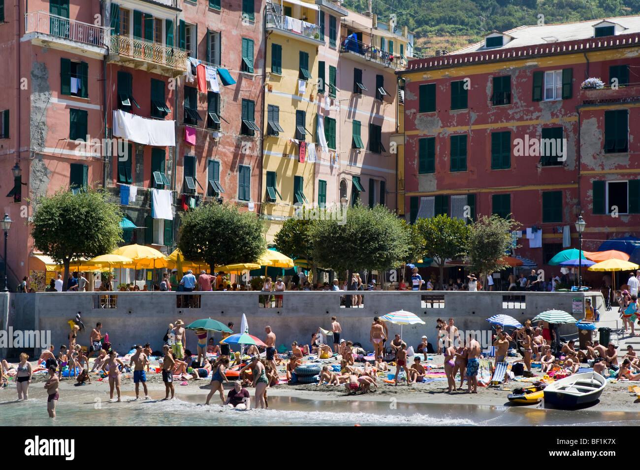 Vernazza beach and town, Cinque Terre, Liguria, Italy - Stock Image