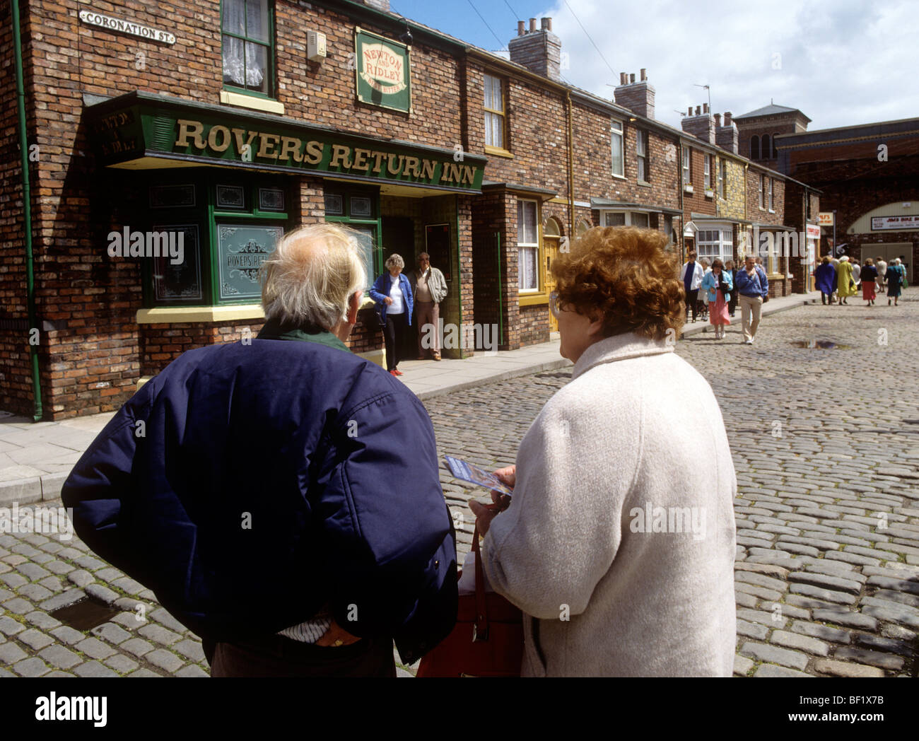 UK, England, Manchester, Granada Television Studio visitors on Coronation Street set - Stock Image