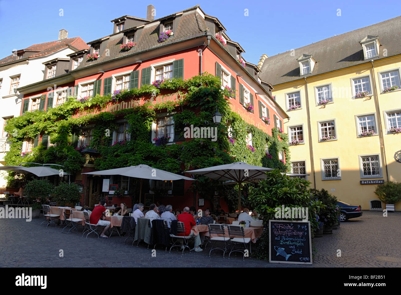Guests sitting in a sidewalk cafe, Meersburg, Baden-Wurttemberg, Germany - Stock Image