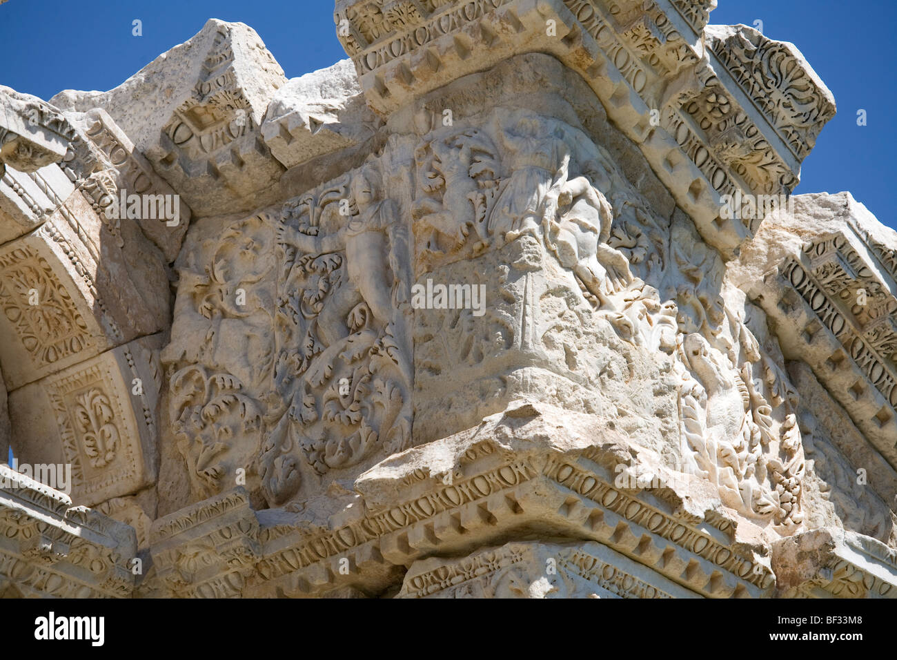 Turkey, Aphrodisias - Tetrapylon, western pediment, east end, decorative entablature - Stock Image