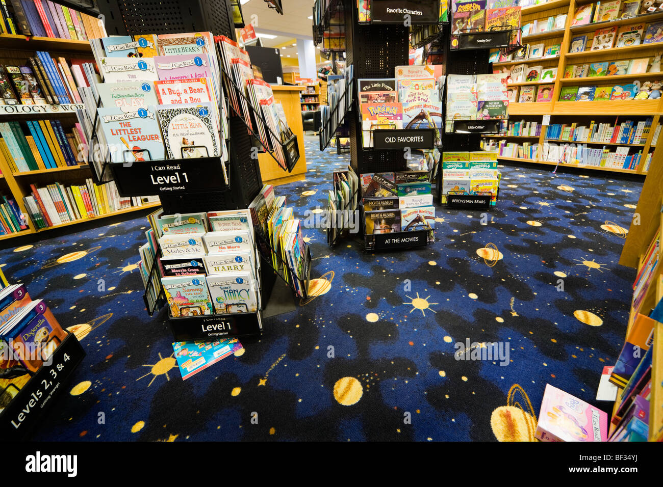 Levels 1 2 3 4 reading books in the children's corner of Borders bookstore in Colorado Mills Denver. Carpet - Stock Image