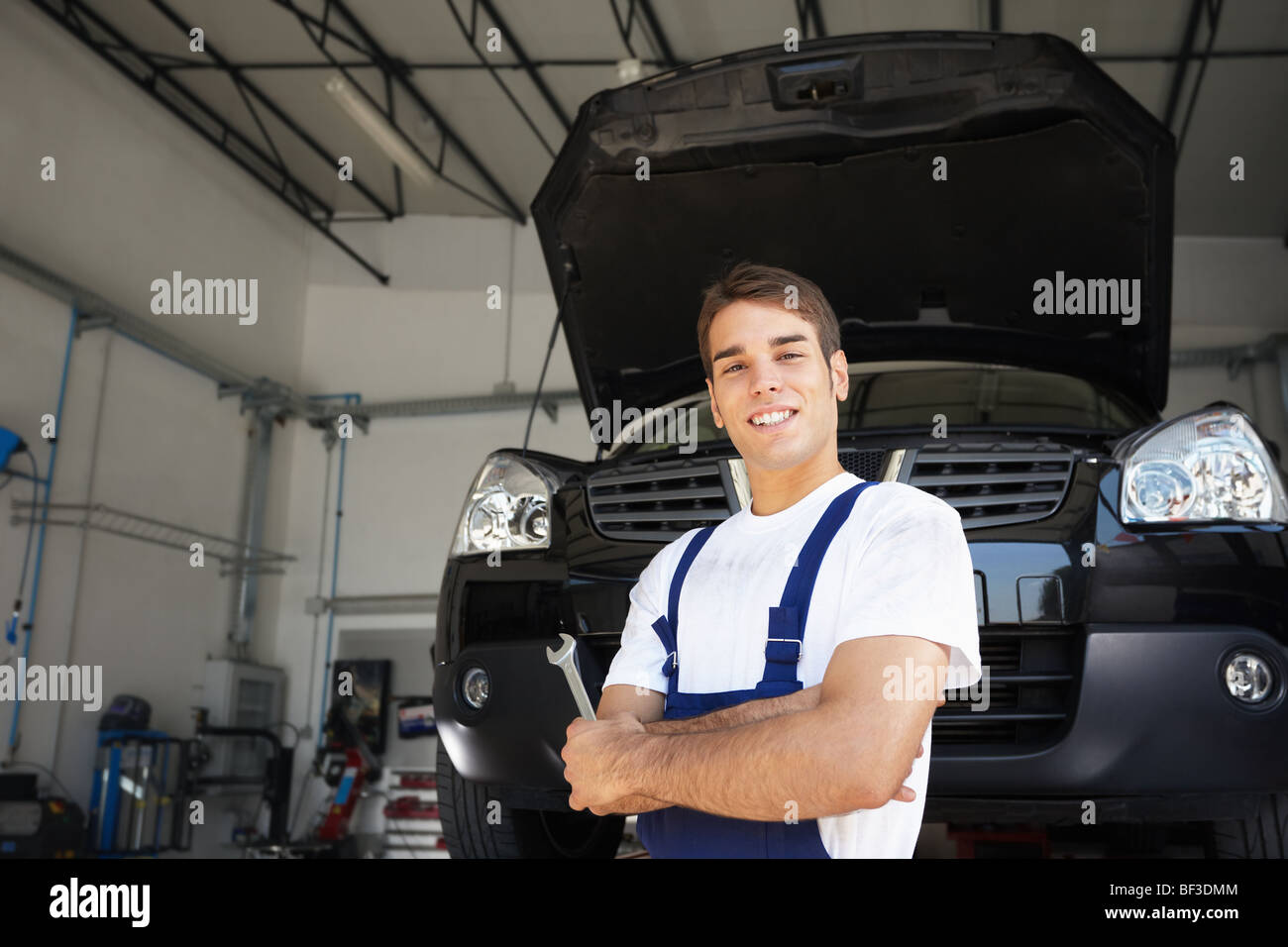 portrait of mechanic with arms folded - Stock Image