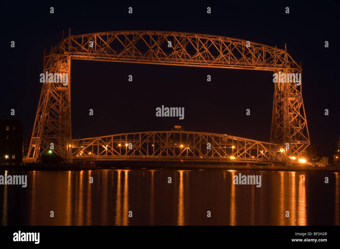 aerial lift bridge in Duluth on Lake superior at night - Stock Image