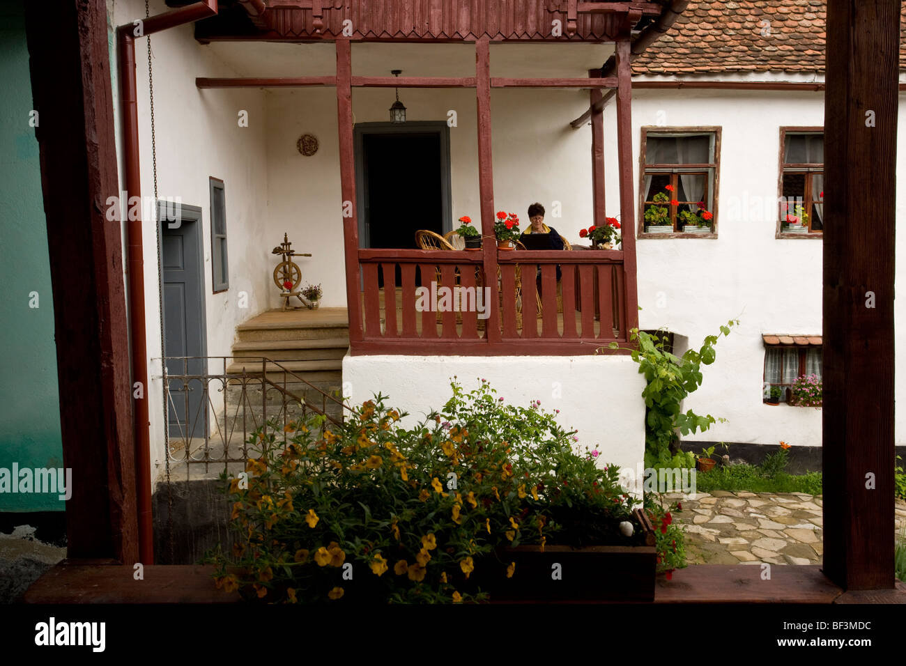 In the courtyard of an old Saxon house in Crit, Transylvania - Stock Image