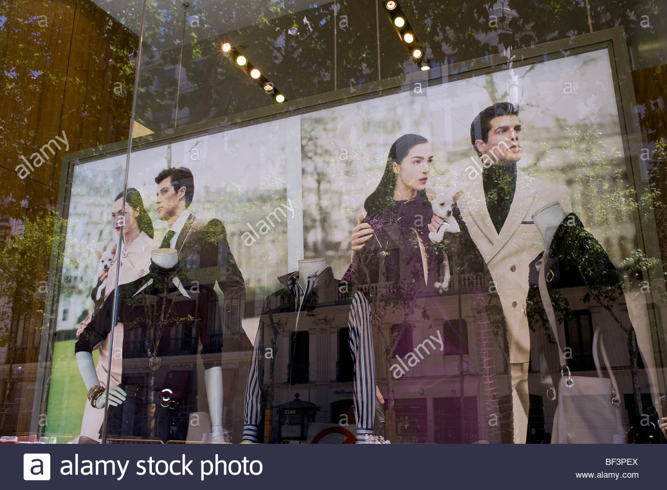 Designer shop window on the street in Madrid - Stock Image