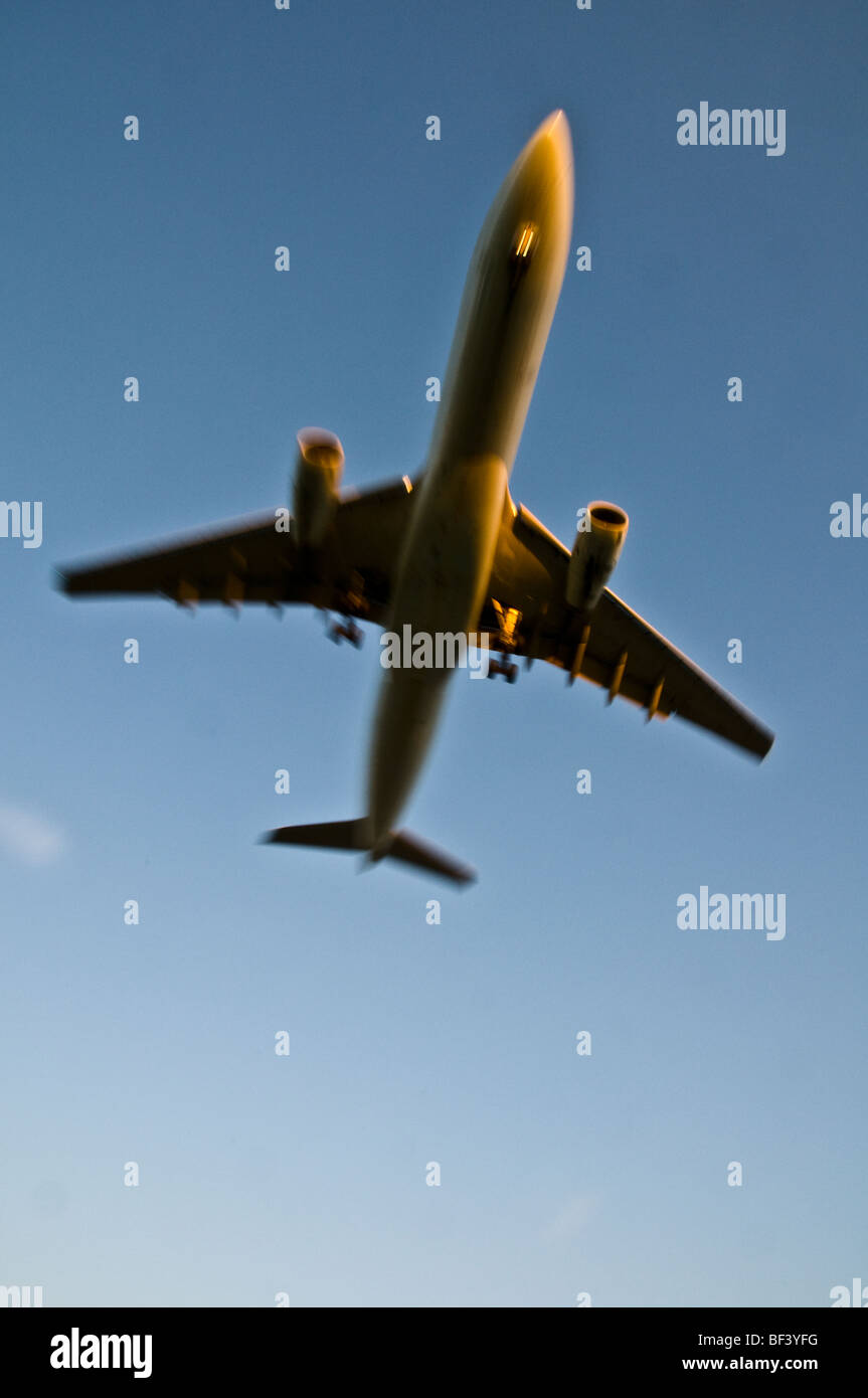 A two engine jetliner flying overhead. - Stock Image
