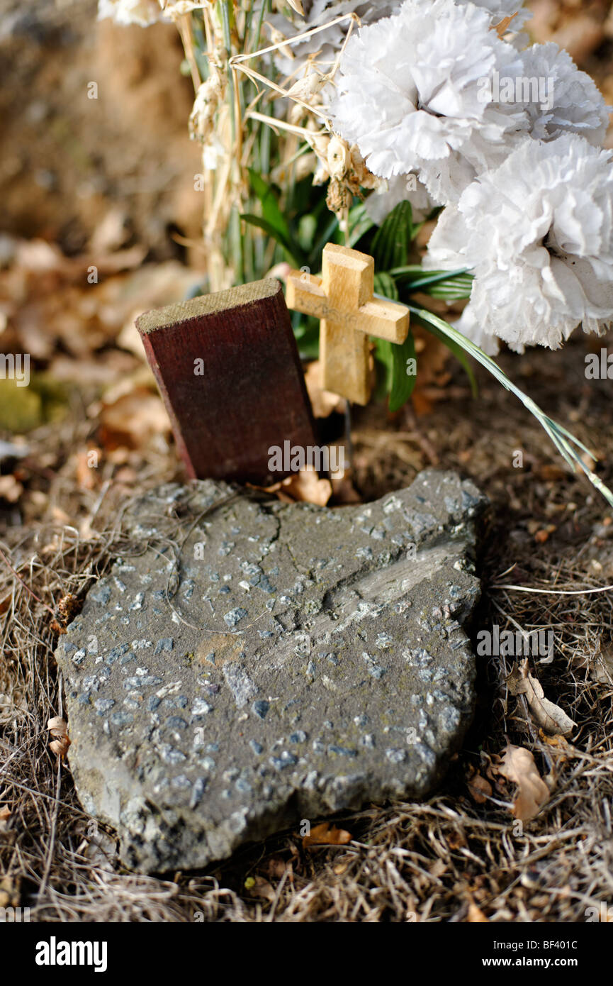 A child's grave with piece of road tarmac from apparent road accident. London. UK 2009. - Stock Image