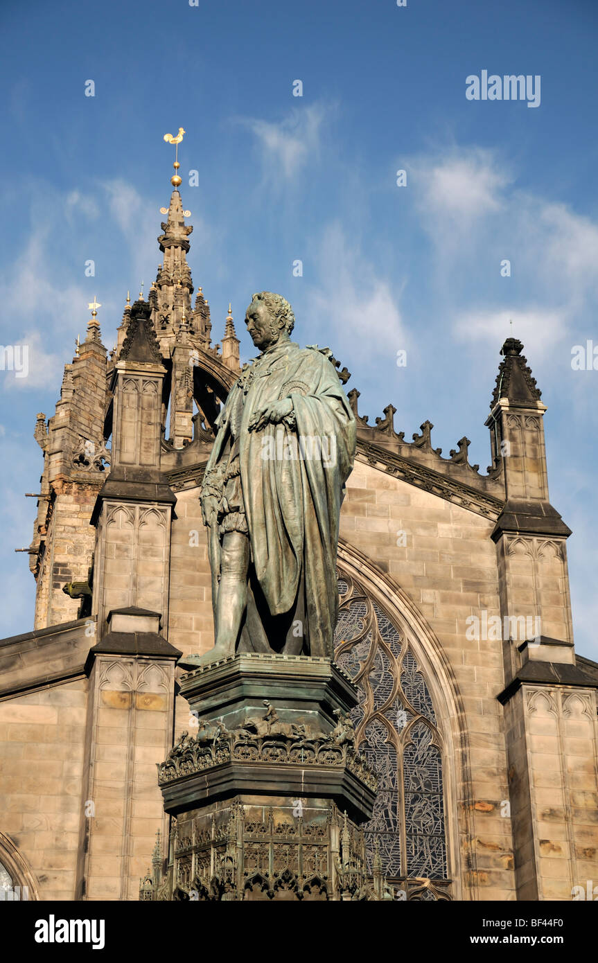 statue and church along the royal mile edinburgh Scotland city centre historical architecture - Stock Image
