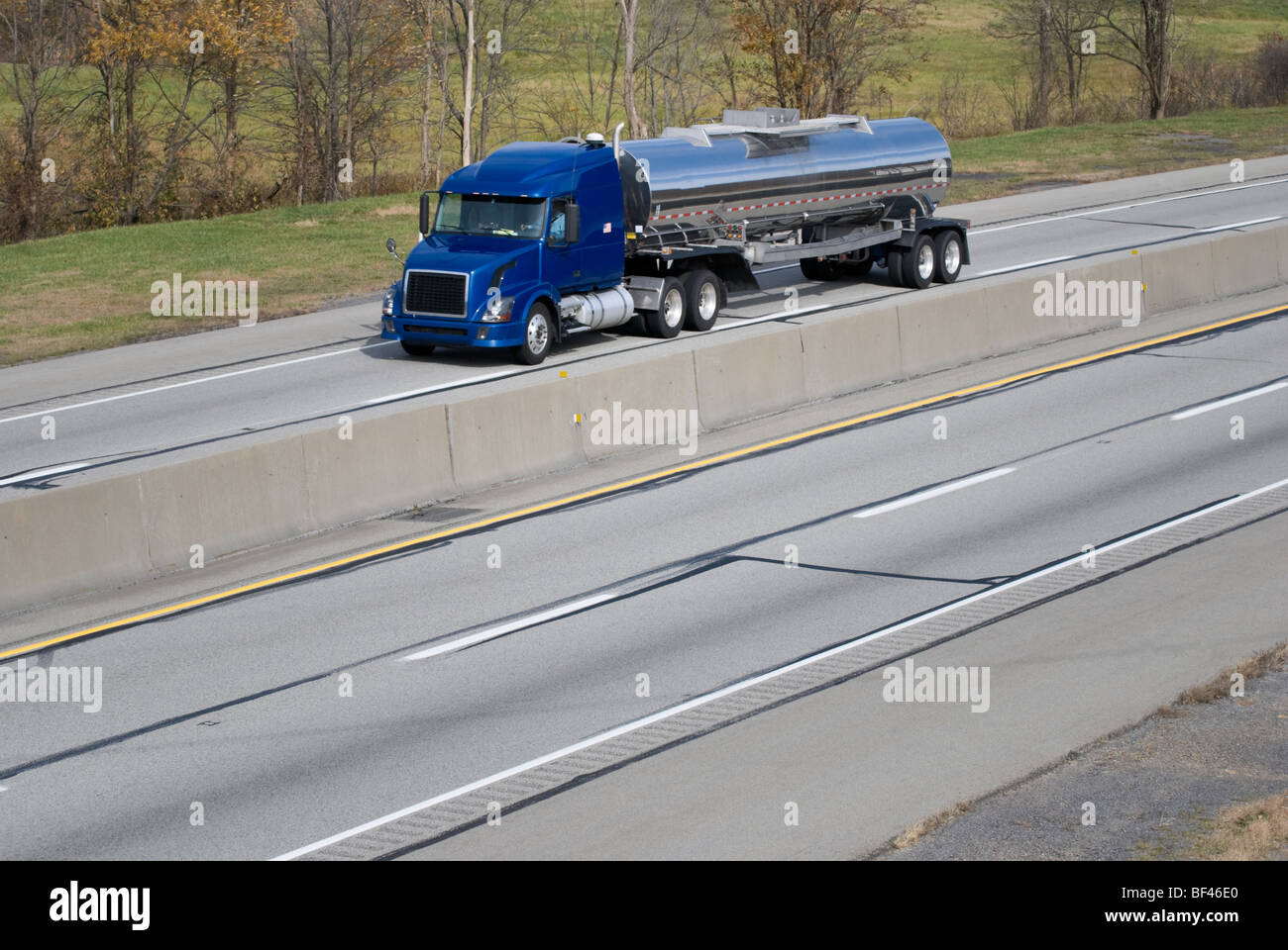 Stock photo of a modern tanker tractor trailer hauling bulk liquid traveling on an American interstate highway. - Stock Image