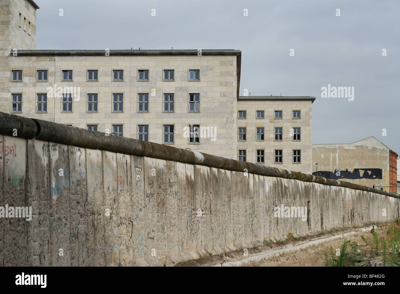 Berlin. Germany. Berlin Wall on Niederkirchnerstrasse and Detlev-Rohwedder-Haus, the former Reich Aviation Ministry - Stock Image