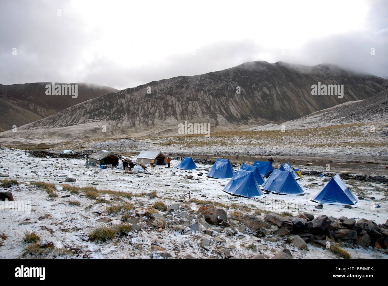 Trekking tourism, camp, blue tents, freshly fallen snow, Tsotup-chu valley, an old pilgrims' path through the high Stock Photo