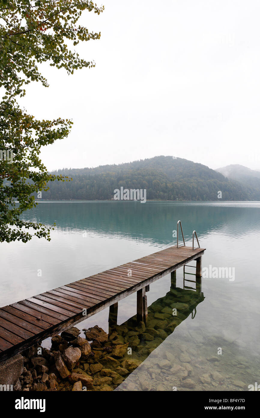 Wooden jetty juts into the Fuschlsee lake, overcast sky, rainy, dreary atmosphere, Salzkammergut area, Salzburger - Stock Image