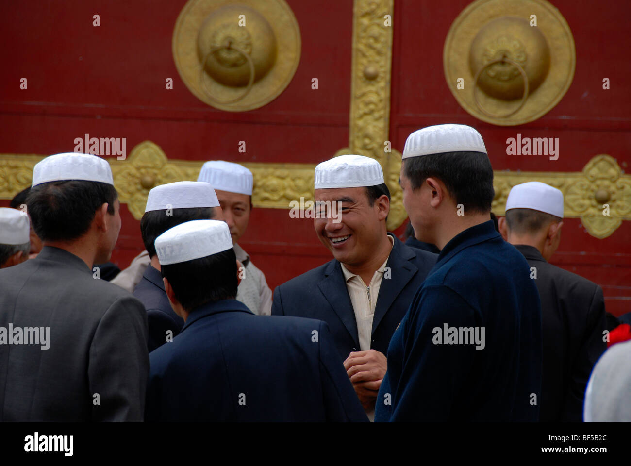 Assembly of Hui-Chinese, Chinese Muslims, with white caps, historic town centre of Lhasa, Himalayas, Tibet Autonomous - Stock Image