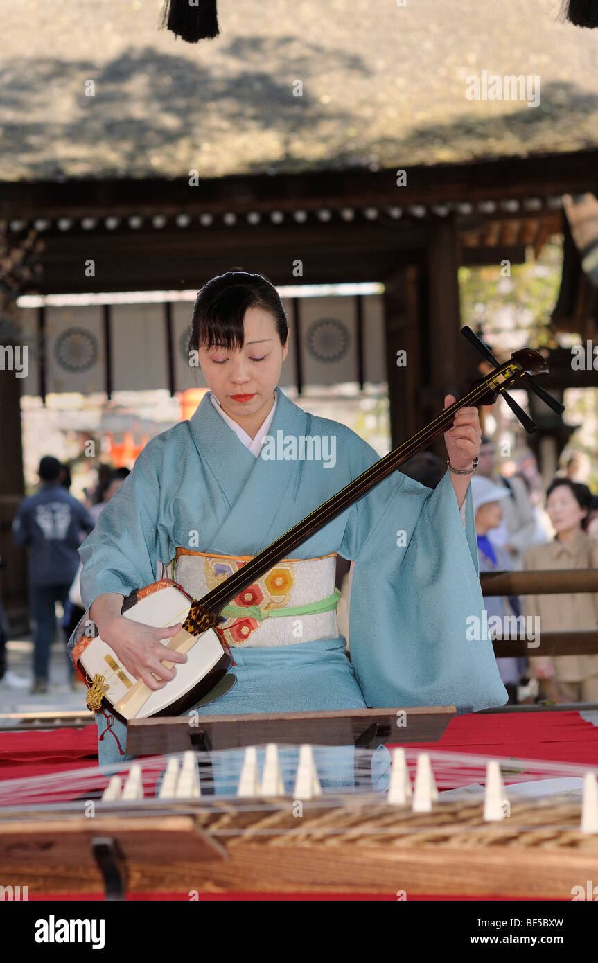Woman playing a Shamisen, a Japanese three-stringed musical instrument, Kyoto, Japan, Asia - Stock Image