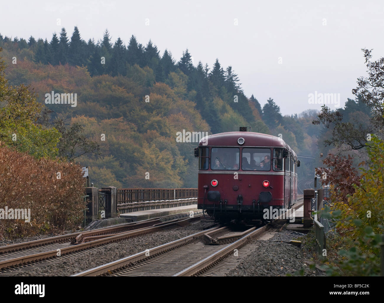 Historic railbus, VT 98, twin-engined, crossing the Muengsten Bridge, Solingen, North Rhine-Westphalia, Germany, - Stock Image