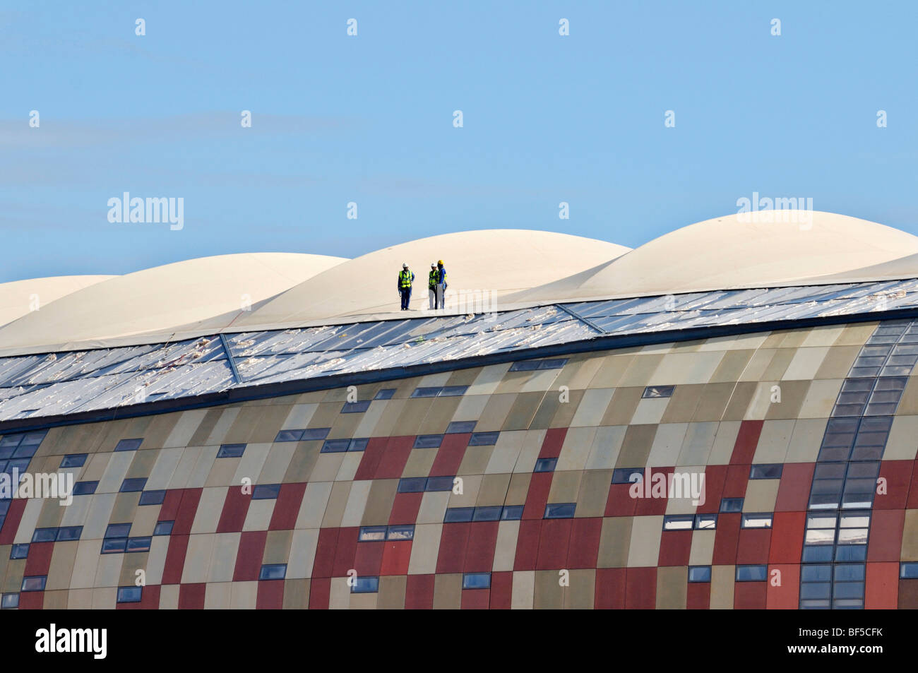 FIFA World Cup 2010, construction site, workers on the roof of the Soccer City Stadium, Soweto district, Johannesburg, - Stock Image