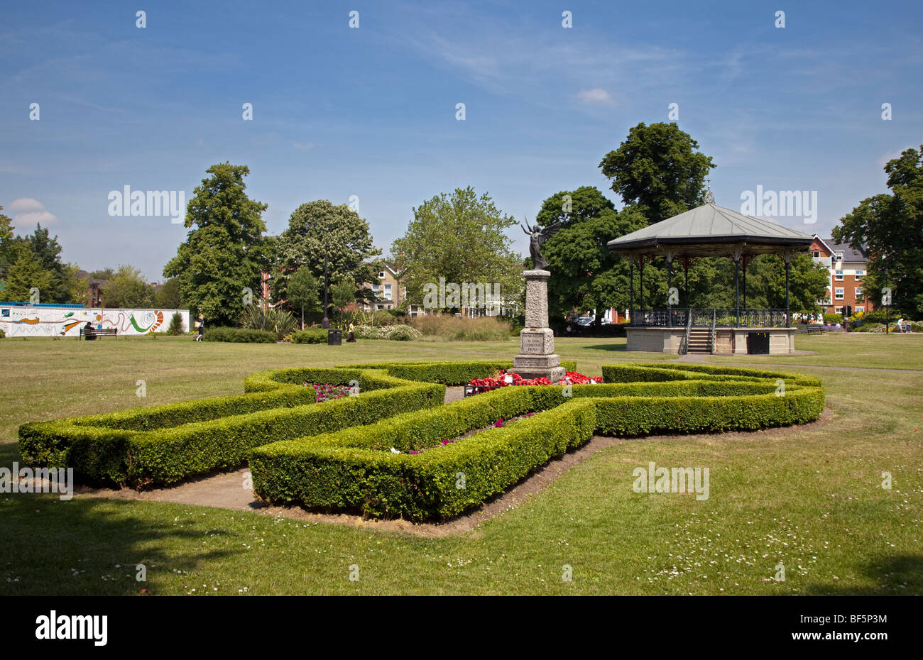 War Memorial and Bandstand in the Park, Eastleigh, Hampshire, England - Stock Image