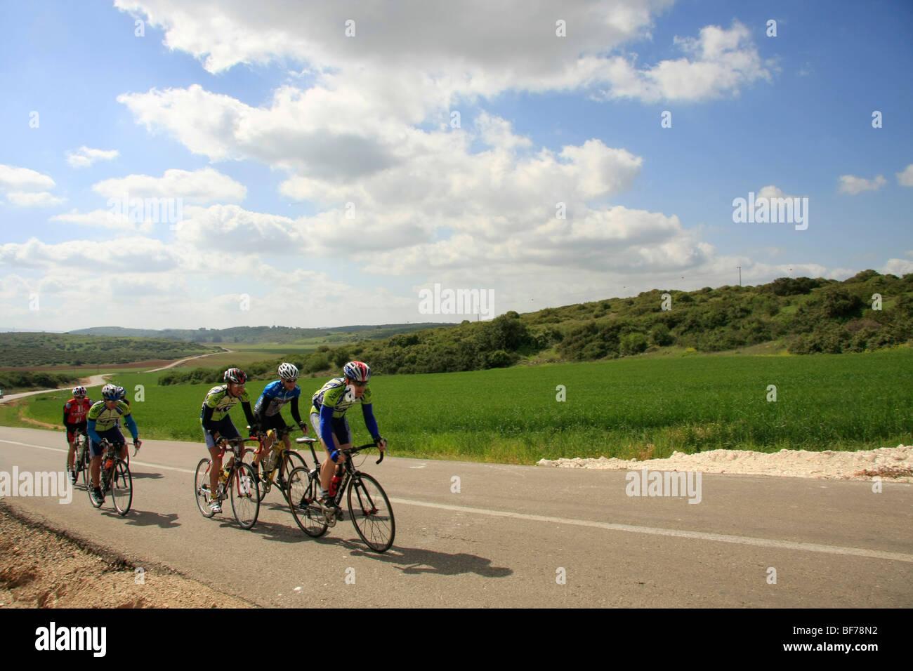 Israel, Shephelah, bike riders on Beth Guvrin-Beth Nir road - Stock Image