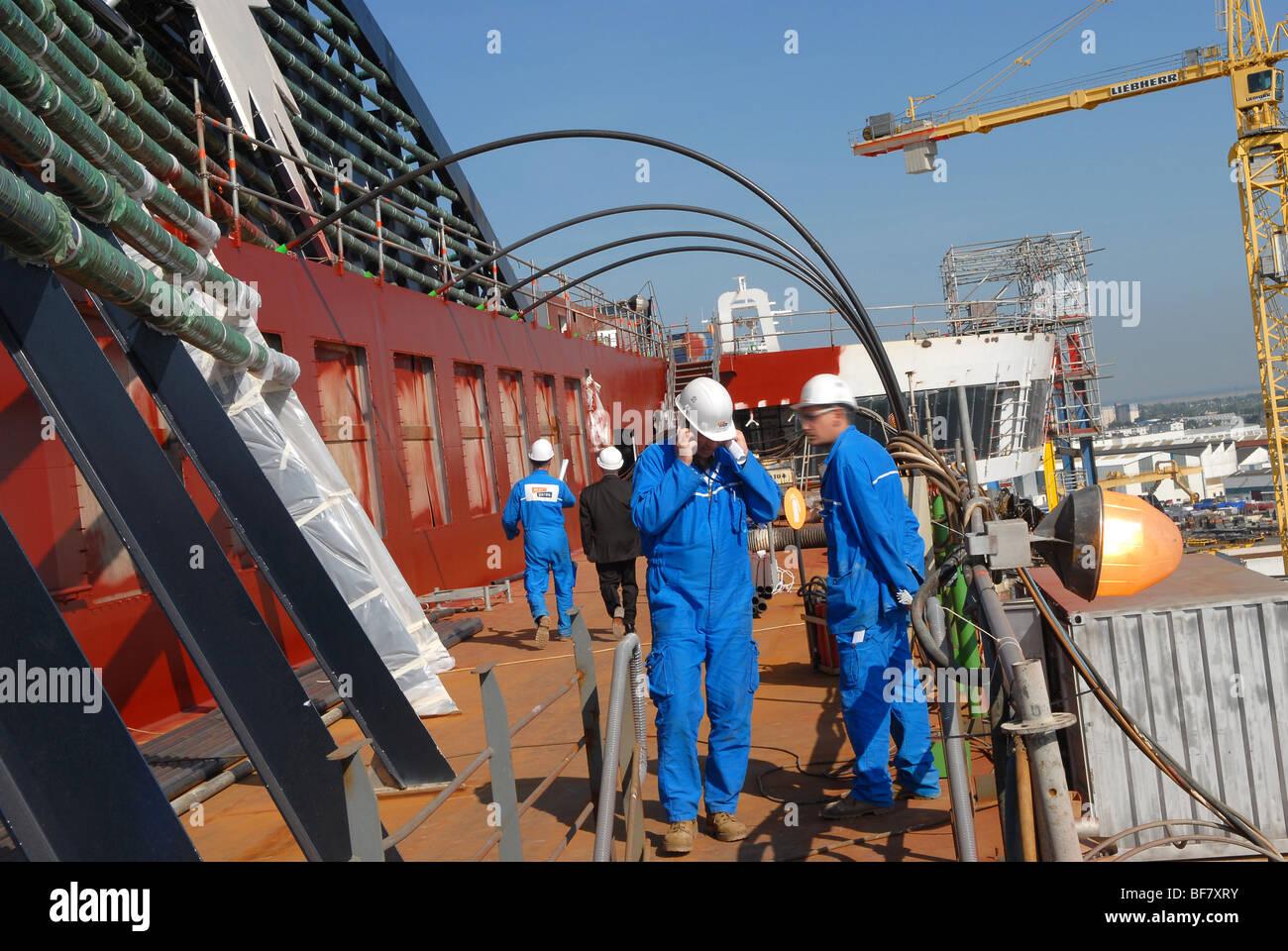 St-Nazaire (44) : 'Aker Yards' shipyards, construction of the steamship ' MSC Fantasia' (07/05/08) - Stock Image