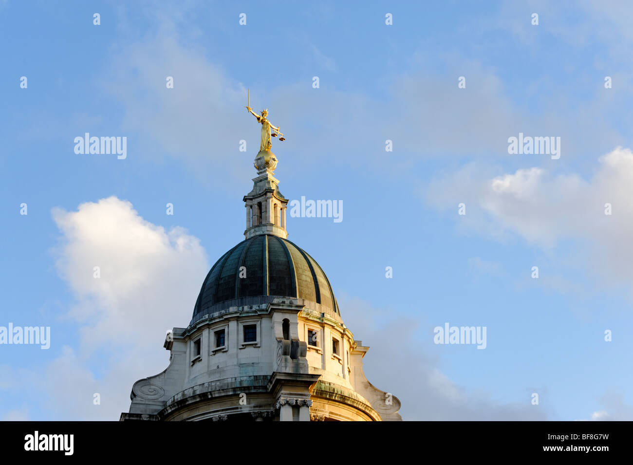 Lady Justice statue atop the Old Bailey central criminal court in the City of London. UK 2009 - Stock Image