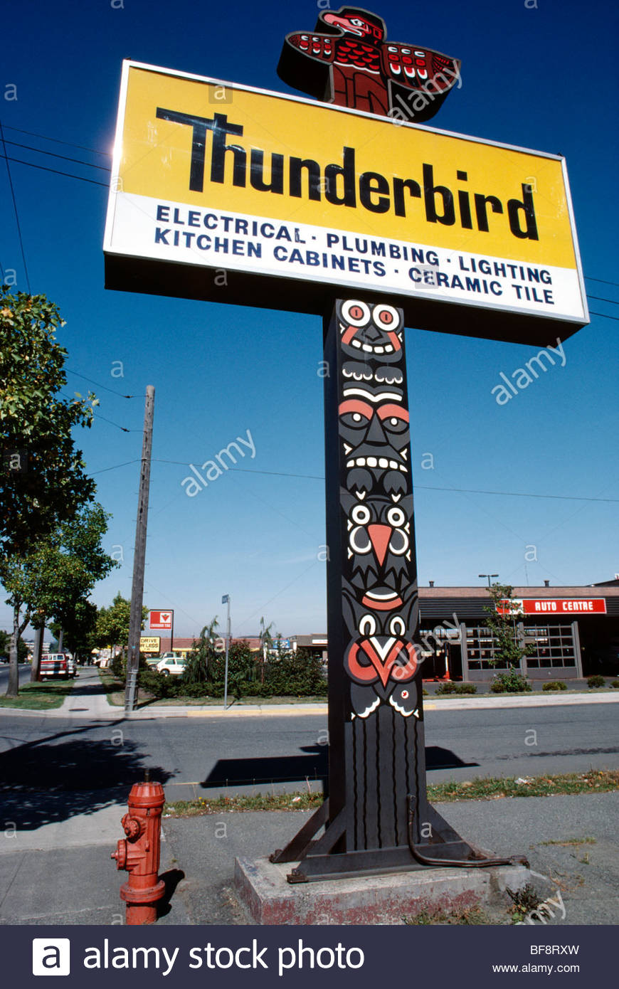 Thunderbird totem pole sign advertising hardware store, Victoria, British Columbia, Canada - Stock Image