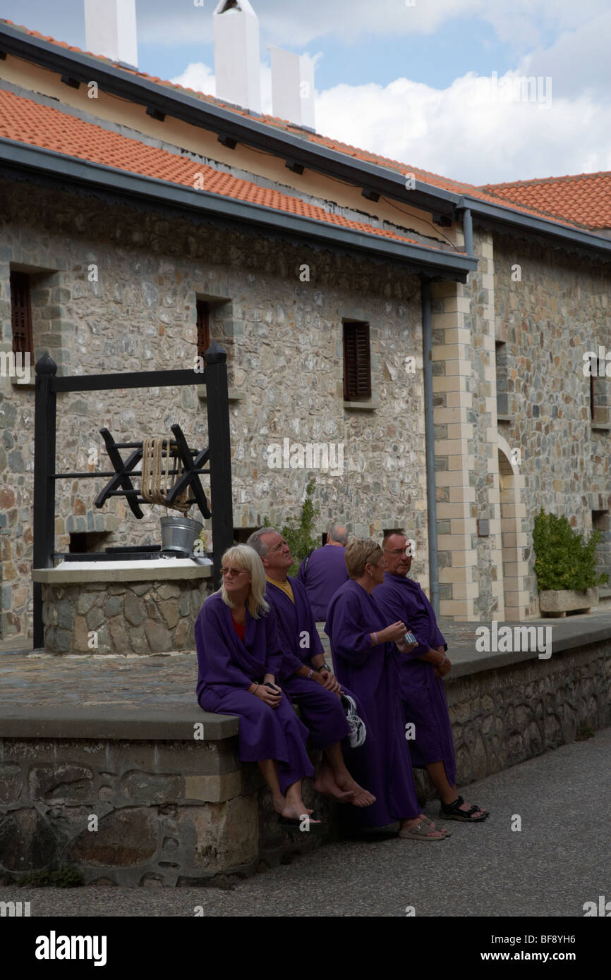 Tourists Wearing Purple Covering Robes In The Courtyard Of The Holy Stock Photo Alamy