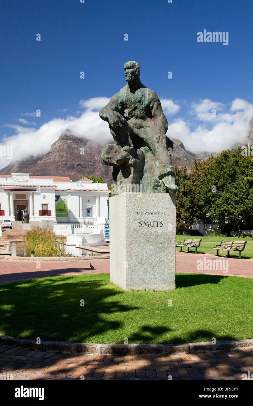 Statue of Jan Smuts former Boer leader and South African prime minister, in Company Gardens, Cape Town, South Africa. - Stock Image