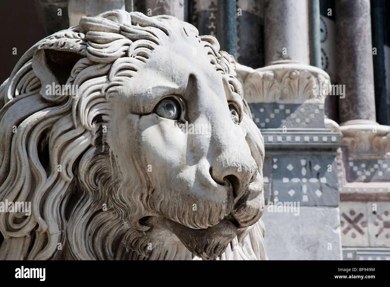 Lion statue at the Cattedrale di San Lorenzo Genoa, Italy - Stock Image