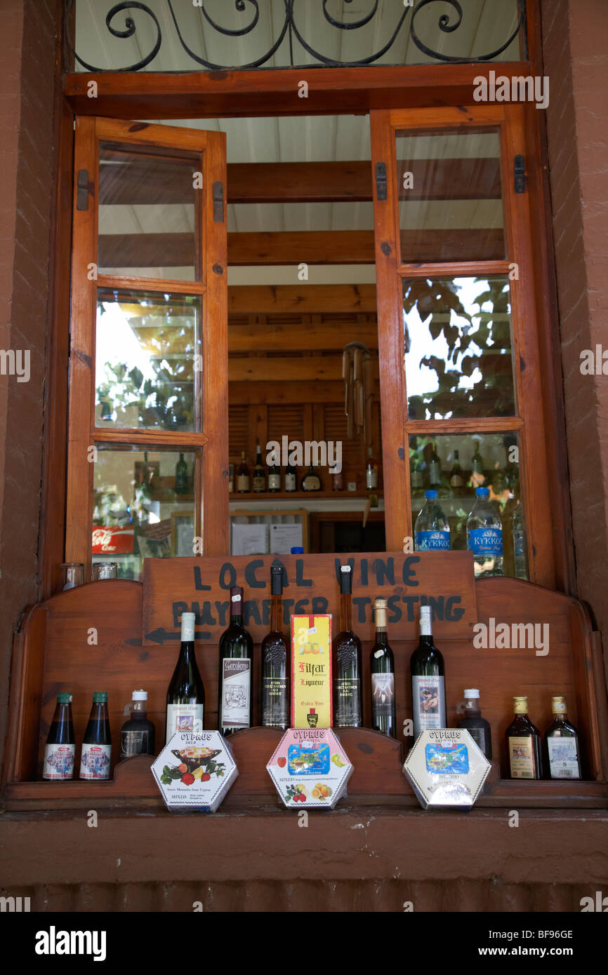 local wines and cyprus delights in the window of a small cafe and winery omodos village troodos wine region republic - Stock Image