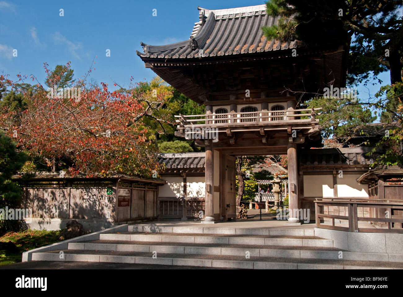 Entrance to the Japanese Tea Garden in San Francisco\'s Golden Gate ...