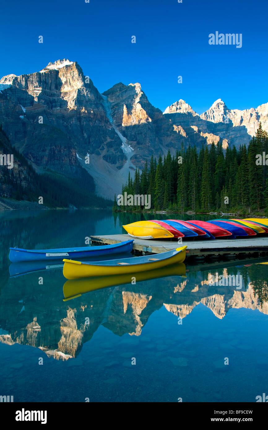 canoe dock, Moraine Lake, Banff National Park, Alberta, Canada - Stock Image