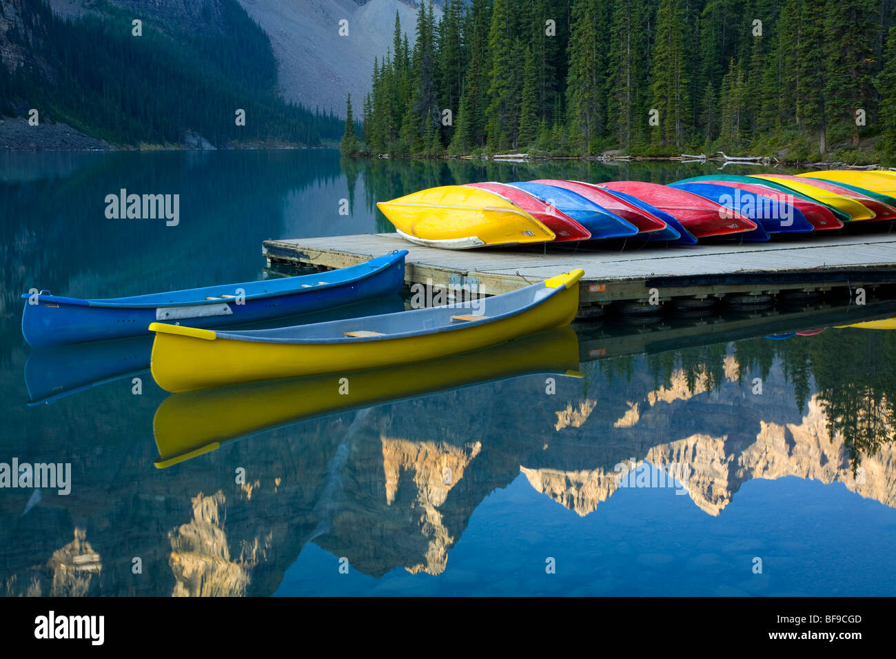 canoe dock, Moraine Lake, Banff National Park, Alberta, Canada - Stock Image