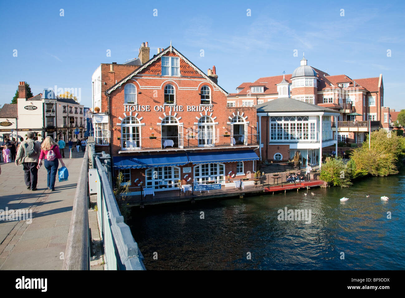House on the Bridge restaurant next to Eton Bridge on the River Thames, Windsor UK - Stock Image