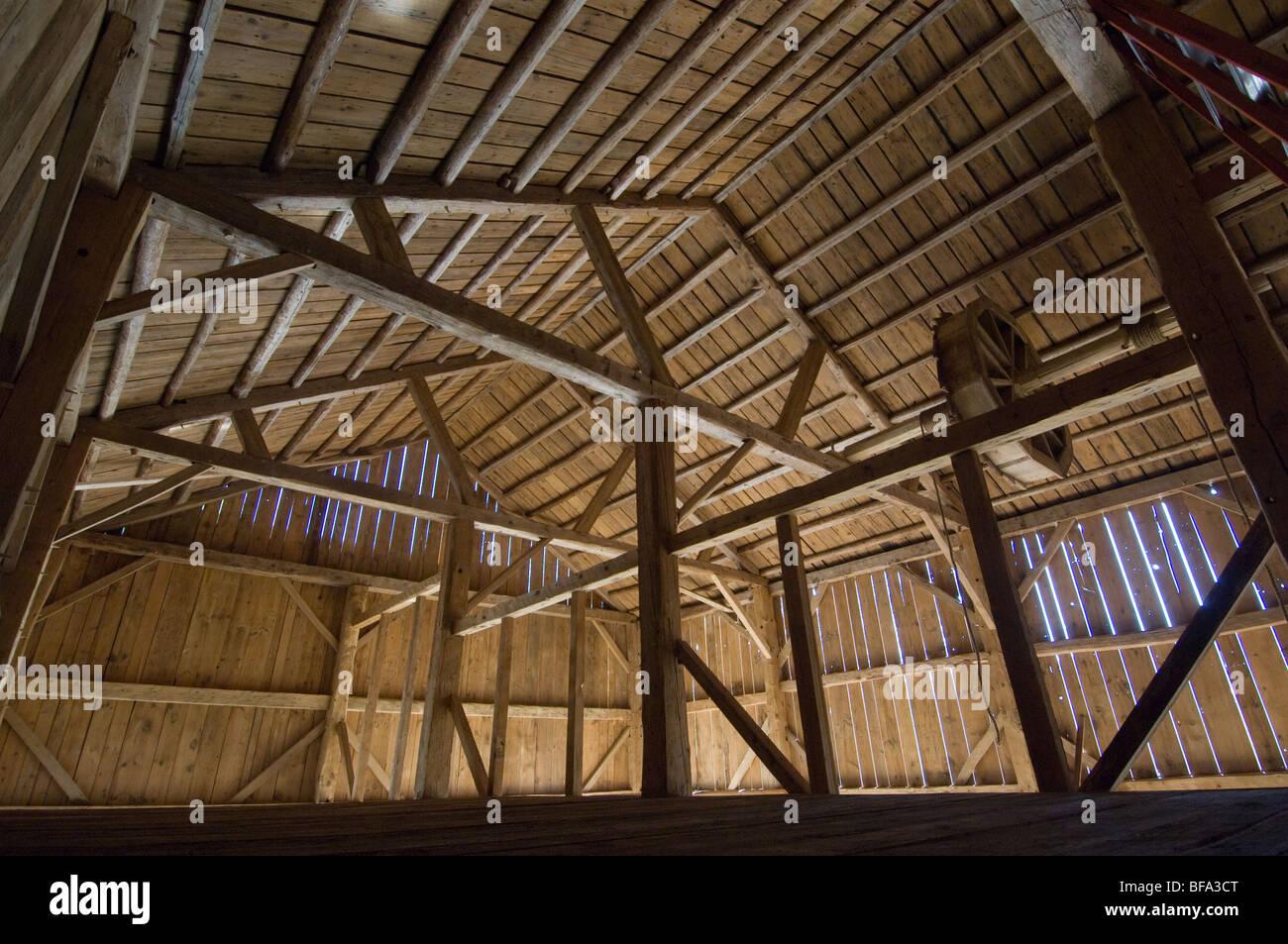 Empty timber frame barn - Stock Image