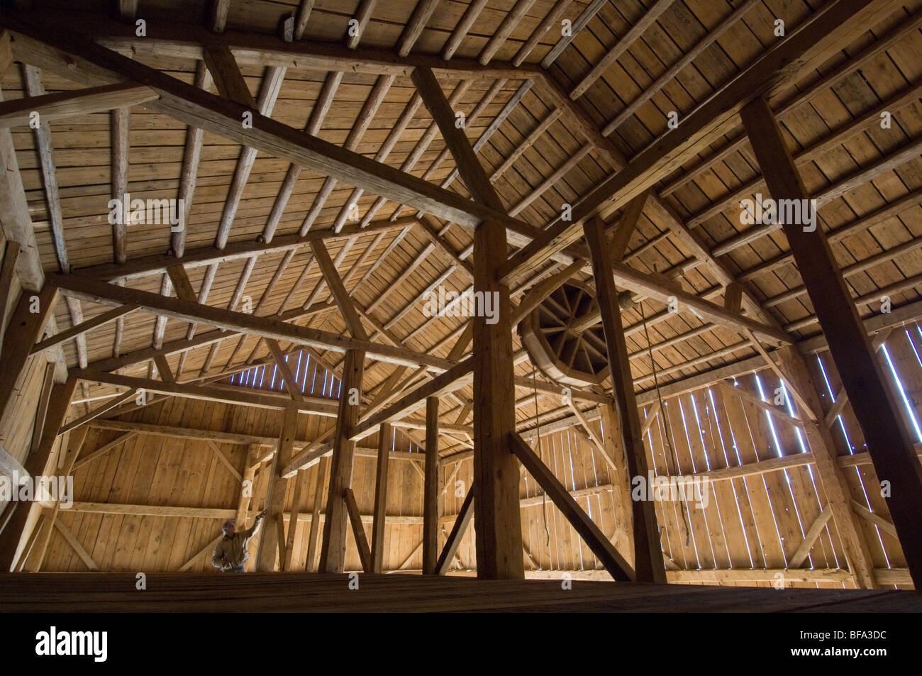Empty timber frame barn Stock Photo: 26652456 - Alamy