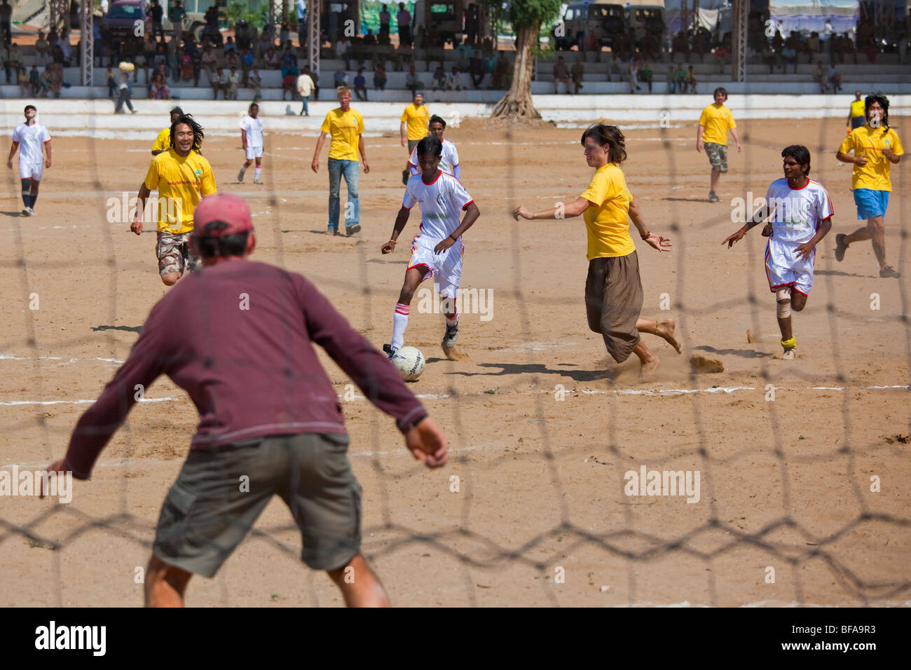 Foreigner vs the Locals Chak de Rajasthan Football Match at the Camel Fair in Pushkar India (3 to 2, visitors) - Stock Image