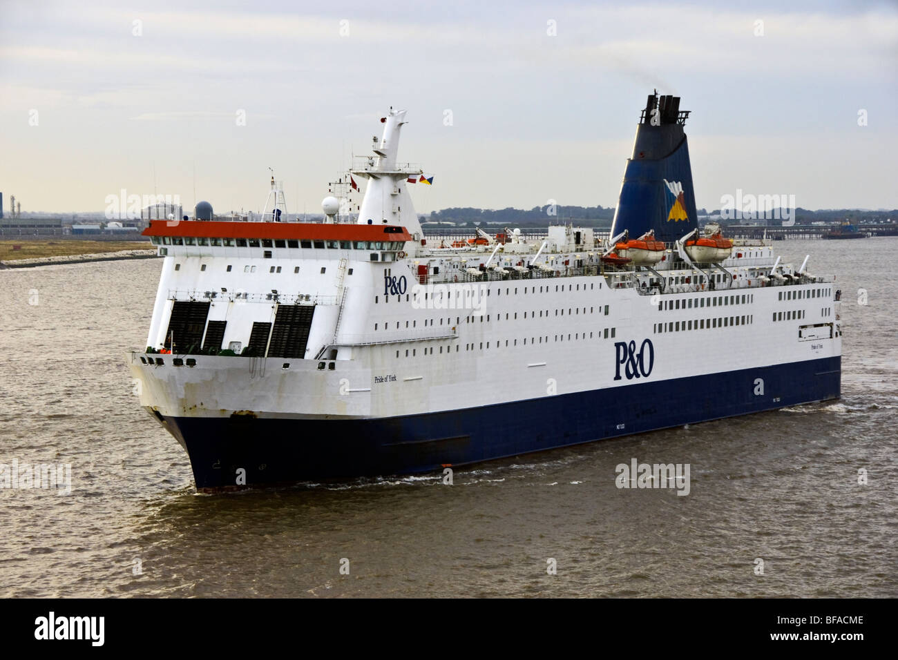 P&O Ferries Pride of York (ex Norsea) arriving at Hull from Zeebrugge - Stock Image