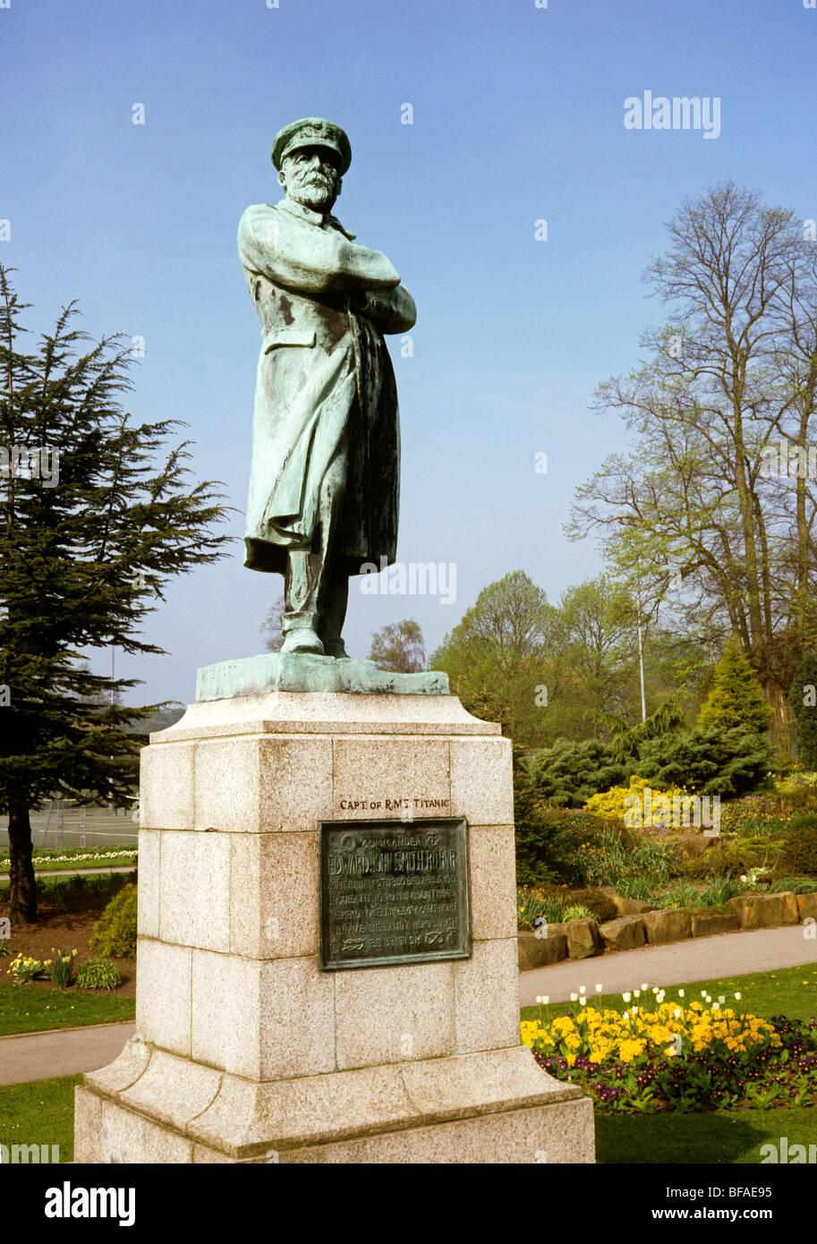 UK, England, Staffordshire, Lichfield, Beacon Park, Statue to Commander Edward John Smith, captain of RMS Titanic - Stock Image