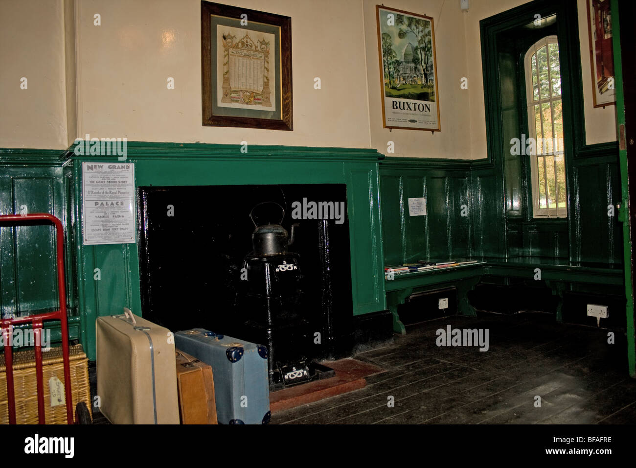 Victorian waiting room at Cheddleton preserved railway station - Stock Image