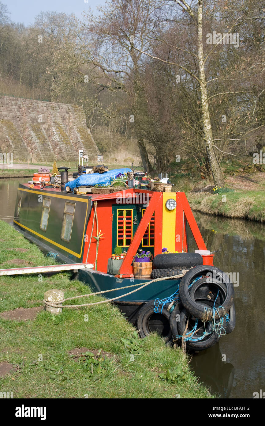 Narrow boat on the Cauldon canal at Consall, Staffordshire - Stock Image