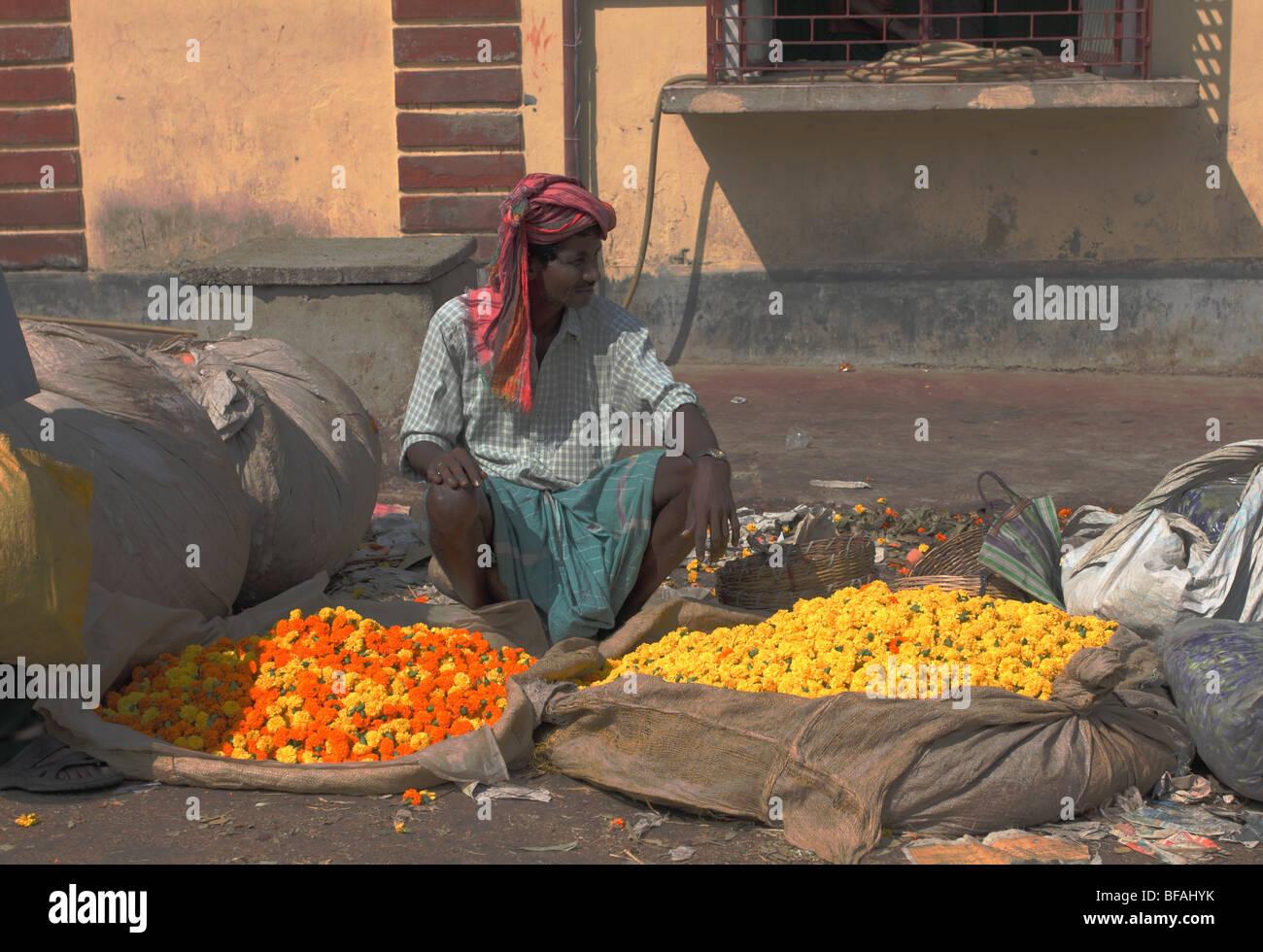 Flower seller at Malik Ghat flower market, Kolkata - Stock Image