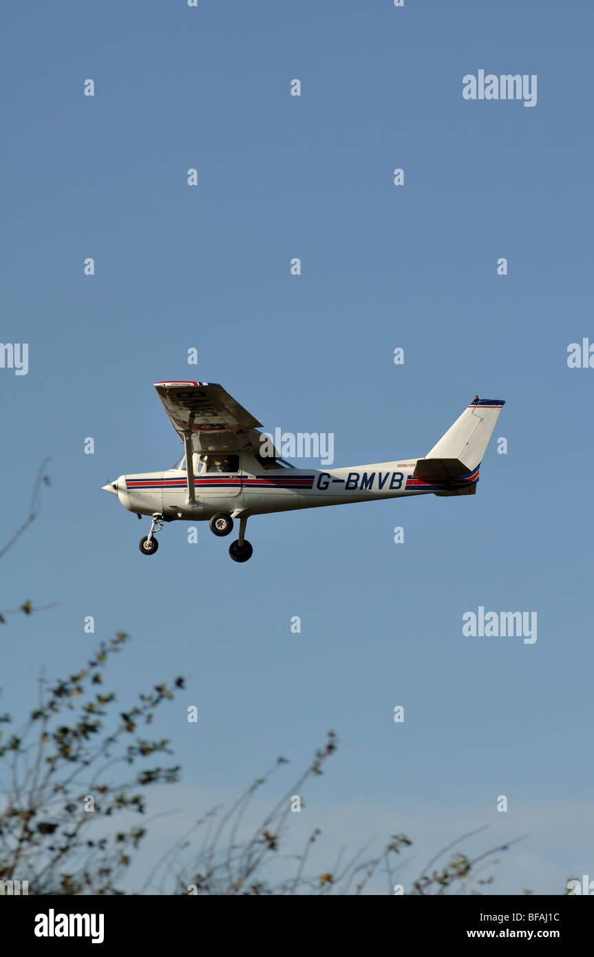 Cessna F152 aircraft approaching Wellesbourne Airfield, Warwickshire, UK - Stock Image
