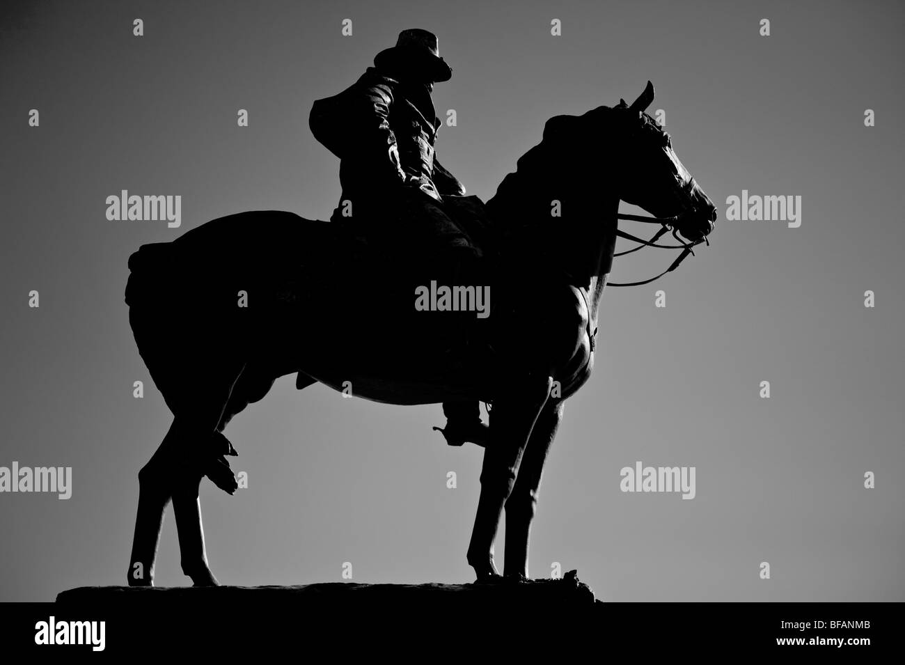 statue of civil war calvary horse and general in front of