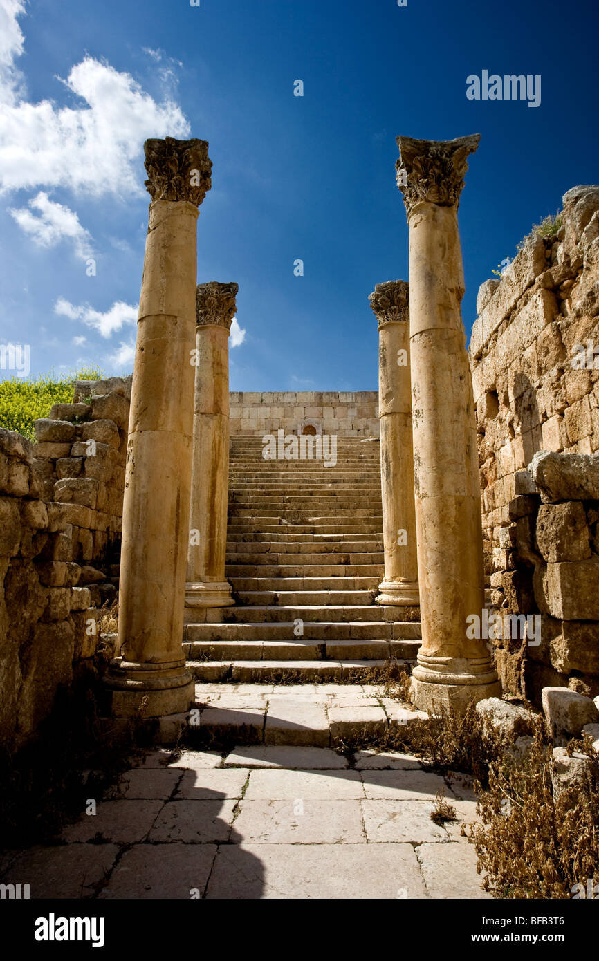 Pillars and steps, Jerash, Jordan - Stock Image
