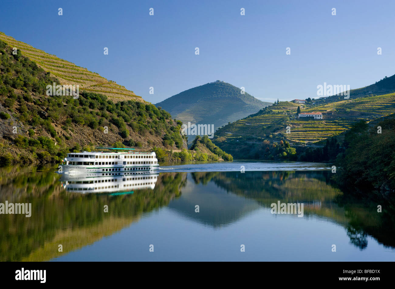 Portugal, the Alto Douro district, an excursion boat on the Douro river between Regua and Pinhao - Stock Image