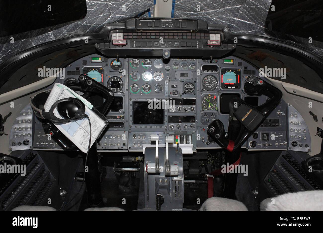 USAF Learjet C-21A cockpit - Stock Image