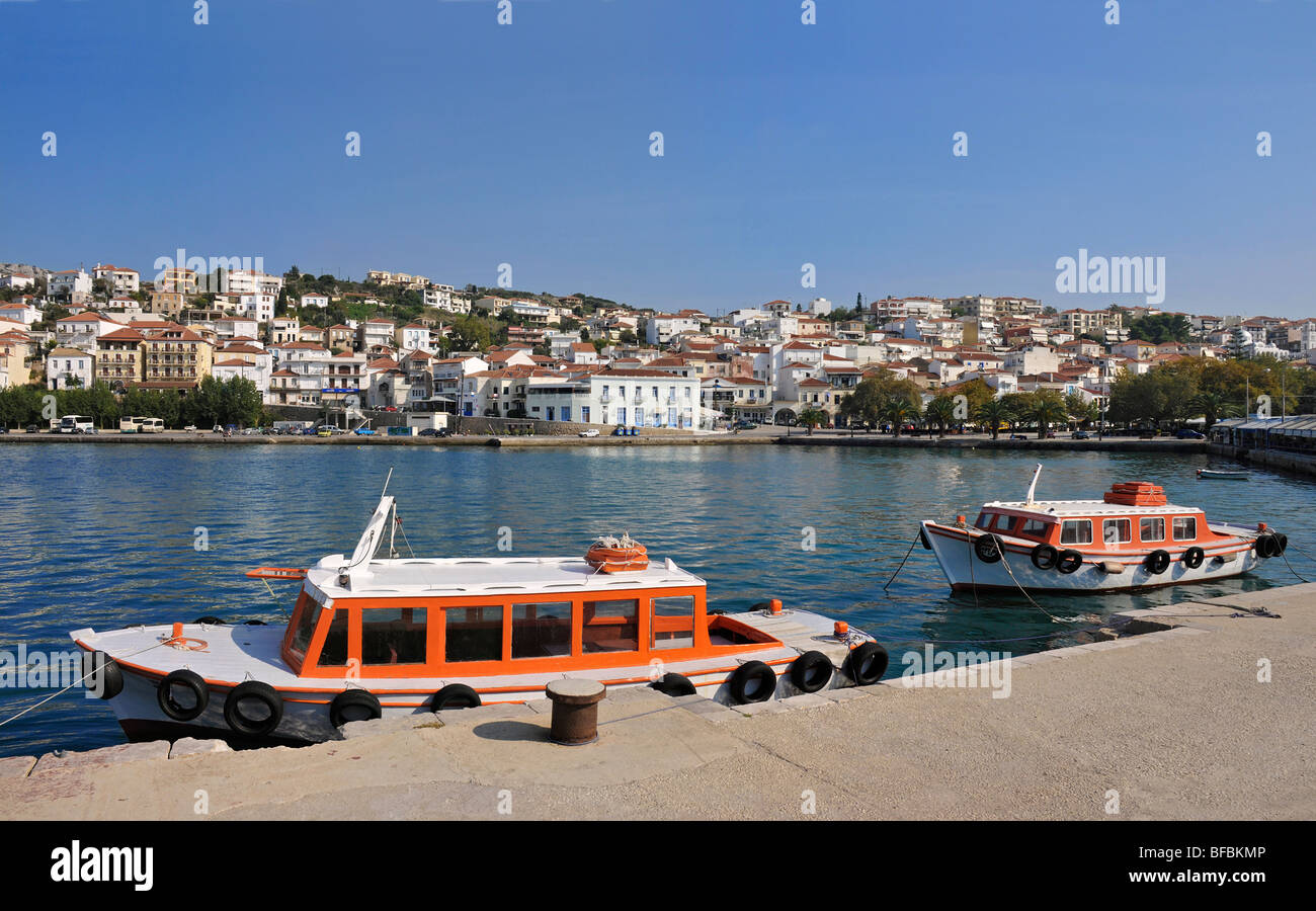 The town of Pylos seen from the harbour, Messinia, Southern Peloponnese, Greece - Stock Image