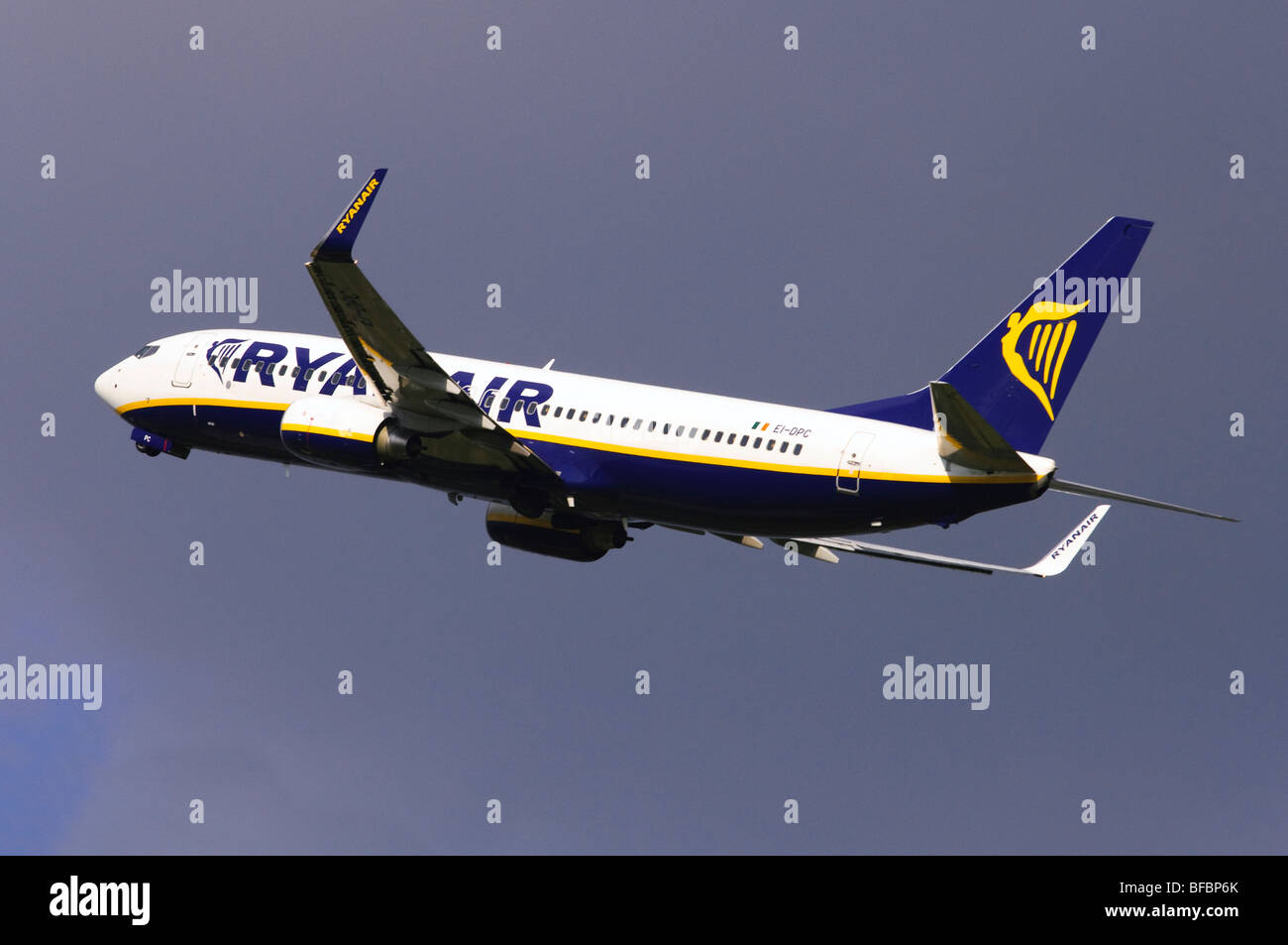 Boeing 737 operated by Ryanair taking off from Birmingham Airport Stock Photo